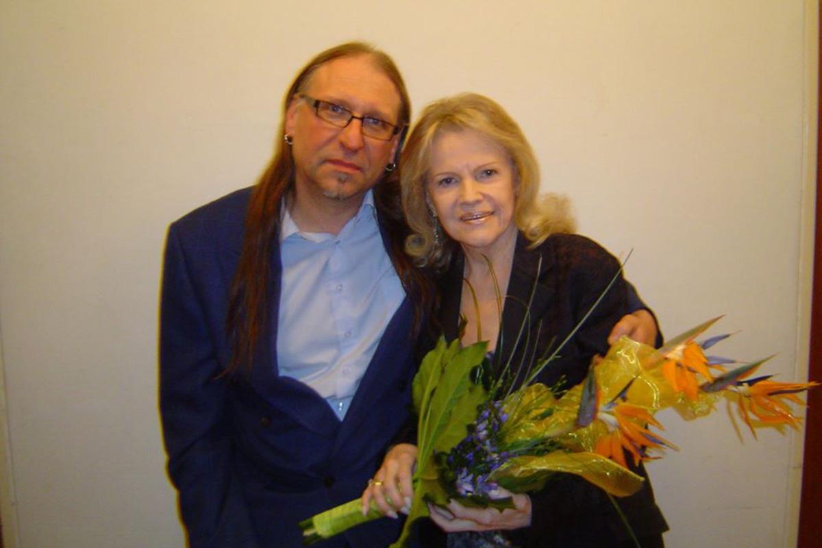 S Evou Pilarovou